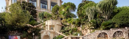 Monte Carlo, Monaco, A Grand Casino, előtérben a Forma 1 futam pályája